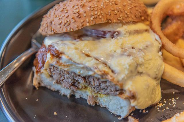 ゴールドチーズチーズチーズバーガー