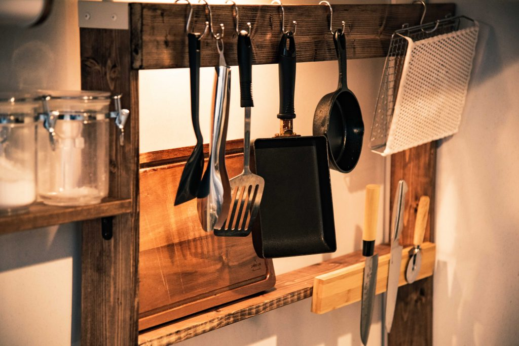 DIYで棚を作ったキッチンの写真