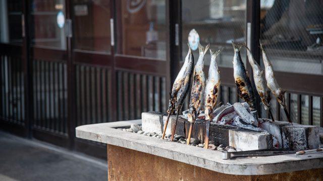 民宿・青塚食堂| メニューの焼きニシンがでかくて美味くて最高