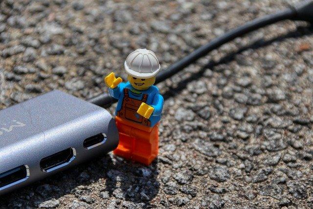 PCやスマホからHDMI端子で繋ぐ