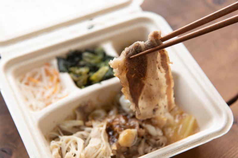 宅配食のnosh(ナッシュ)の牛肉のすき焼き弁当の写真