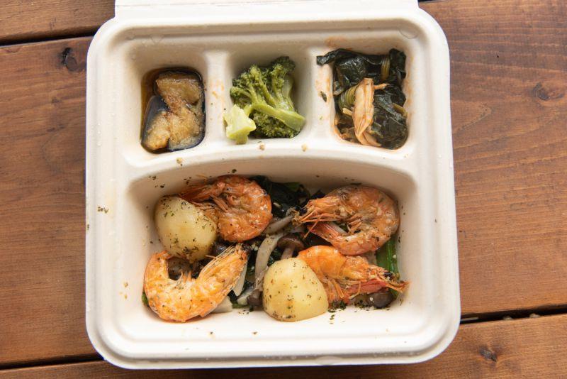 宅配食のnosh(ナッシュ)のガーリックバジルシュリンプ弁当の写真