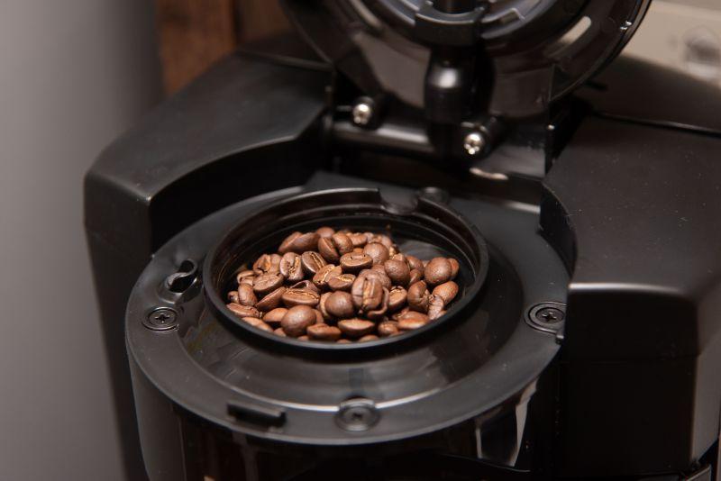NC-A57-kに5杯分の豆をセットした状態の写真