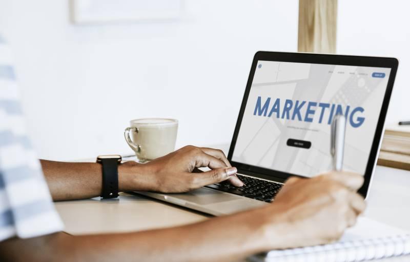 転職におすすめのwebマーケティングスクール4選